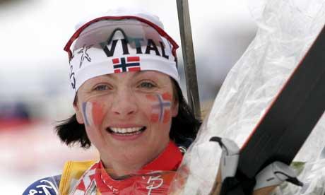 En rørt Liv Grete Poiree stilte med norsk og fransk flagg på kinnene. (Foto: Jarl Fr. Erichsen / SCANPIX)
