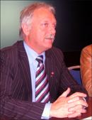 Næringsminister Odd Eriksen avviser alle utspill om salg av statens SAS-andel.