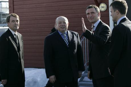 Fradkov og Stoltenberg med Hydro-direktør Eivind Reiten til venstre og Statoils toppsjef Helge Lund til høgre. Foto: Cornelius Poppe/SCANPIX