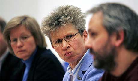 Både avdelingsdirektør Kristina Landsverk i Mattilsynet og overlege Preben Aavitsland i Folkehelseinstituttet er enige om at morrpølse har forårsaket E.coli-utbruddene. Foto: Scanpix.
