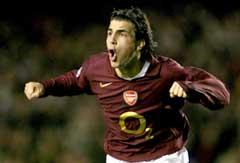 Francesc Fabregas jubler etter å ha gitt Arsenal ledelsen 1-0. (Foto: AP/Scanpix)