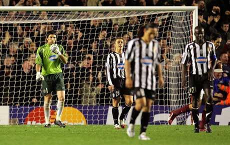 Skuffede Juventus-spillere etter at Fabregas har gjort 1-0. (Foto: Reuters/Scanpix)