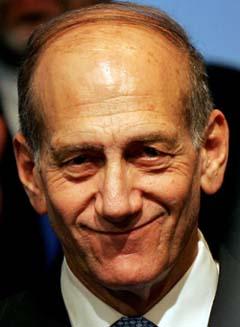 Seierssmilet: Fungerende statsminister Ehud Olmert blir trolig valgt til statsminister. (Foto: G.Tomasevic, Reuters)