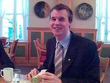Kjell Ingolf Ropstad inntok en god frokost før han startet arbeidsdagen på Stortinget. (Foto: Thor Henry Bjor, NRK)