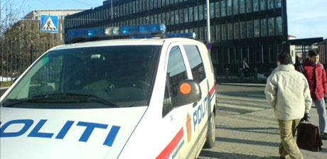 Politiet rykket ut til USAs ambassade i ettermiddag. Foto: Ingvill Tandstad, NRK