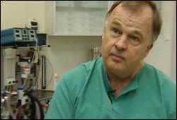 Klinikksjef ved Fornebuklinikken Erik Dillerud. Foto: NRK, Anders Leines