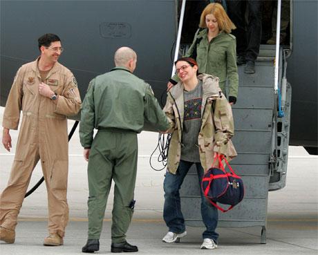 Jill Carroll kom til den amerikanske militærbasen Ramstein sørvest i Tyskland i går. (Foto: Michael Probst/AP/Scanpix)