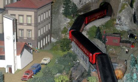 Detaljene er viktig når man skal bygge modellbaner. Foto: Eirik Flugstad, NRK
