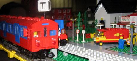 Legoklossene fra barndommen er funnet fram igjen. Foto: Eirik Flugstad