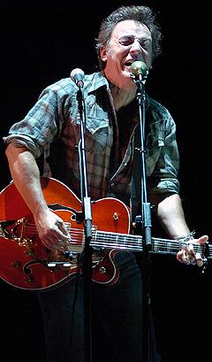 Bruce Springsteen er svært populær i Norge, og billettene til konserten i Oslo Spektrum ble fort utsolgt torsdag. Foto: Steve Lanava, AP Photo / Scanpix.