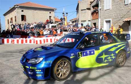 Petter Solberg kjører for avansement på svingete veier på Korsika. (Foto: Jean-Pierre Belzit /AP/SCANPIX)