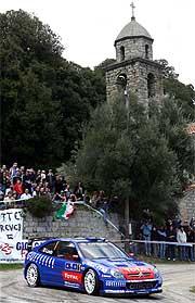 VM-leder Sebastien Loeb er i føringen også på Korsika. (Foto: Jean-Paul Pelissier/REUTERS/SCANPIX)