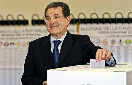 KAN VINNE: Den 69 år gamle økonomiprofessoren Romano Prodi anses som den eneste som kan slå Berlusconi i valg. Foto: AFP/Scanpix.