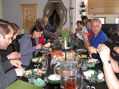 Turen avsluttes med et skikkelig festmåltid. Foto Liv Rønneberg/NRK.