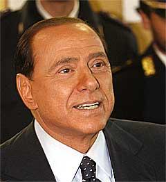 KREVER KONTROLL: – Vi anerkjenner bare motstanderens seier etter at kontrollene er gjennomført, sier Italias statsminister Silvio Berlusconi. (Foto: Scanpix)