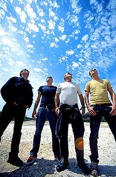 <b>Først ute:</b> Planet Funk er det første bandet som lanserer singelen først på mobil. Foto: Promo.