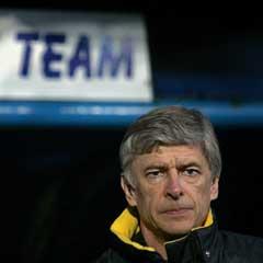 En betenkt Arsenal-manager Arsene Wenger på sidelinjen i Portsmouth. (Foto: Reuters/Scanpix)