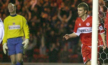 Middlesbroughs James Morrison feirer 2-1-målet mens Thomas Myhre er oppgitt. (Foto: Reuters/Scanpix)