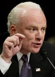 Richard Clarke, som tidligere jobbet mot terrorisme for Det hvite hus, advarer mot å gå til angrep mot Iran. (Foto: Scanpix/AP)