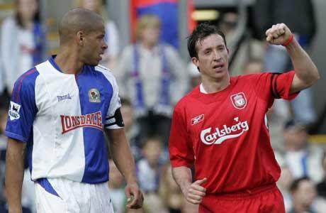 Robbie Fowler jubler etter scoringen mens Blackburns Steven Reid ser på. (Foto: AP/Scanpix)