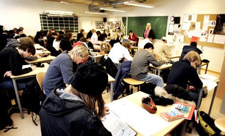Lærebøkene er anmeldt før de er tatt i bruk. Det reagerer pedagog Ove Eide på. Foto: Scanpix