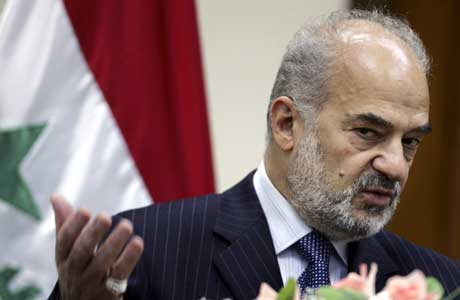 På en pressekonferanse i Bagdad onsdag holdt Ibrahim Jaafari fast på at han er Iraks statsminister og at det er utelukket at han vil trekke seg (Scanpix/AP)