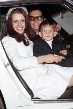 Roy Orbison sammen med kona Barbara og sønnen Wesley. Foto: Royorbison.com.