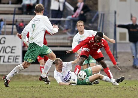 Fredrikstads Brian West under eliteseriekampen mellom Ham Kam og Fredrikstad i Hamar søndag ettermiddag. Foto: Stian Lysberg Solum / SCANPIX .
