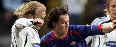 Morten Berre i duell med Mikael Dorsin (Foto: Cornelius Poppe / SCANPIX)