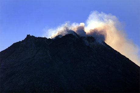 Ekspertar meiner det berre er eit tidsspørsmål før det kjem eit utbrot frå Merapi på Java. (Foto: Reuters/Scanpix)