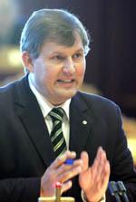 Landbruksminister Terje Riis-Johansen. (Arkivfoto)