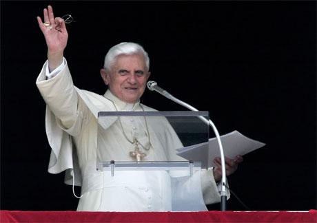 Pave Benedict XVI vurderer en liberalisering av synet på kondomer. (Foto: Reuters/Scanpix)