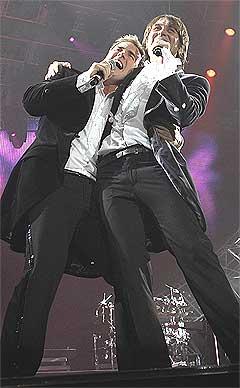 Gary Barlow (t.v.) og Mark Owen savner Robbie. Foto: Scanpix.
