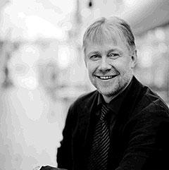 NTNU-professor Arne Krokan tror det i framtida blir et globalt marked på nettet, der prisene blir like over alt. Foto: NTNU.