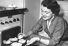 Husmor på 1950-tallet. Illustrasjonsfoto: SCANPIX