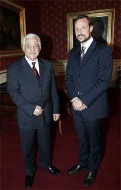 Mahmoud Abbas møtte kronprins Haakon i kong Haralds fravær. (Scanpix-foto)