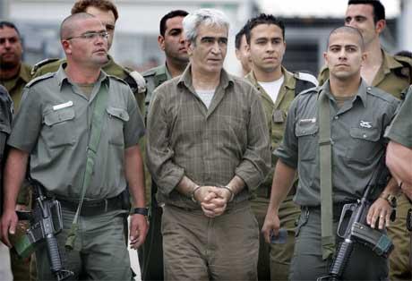 PLFP-leiaren Ahmed Saadat vart bortført frå eit palestinsk fengsel i mars. Her under tungt israelsk vakthald. (Foto: AFP/Scanpix)