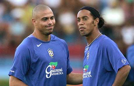 Ronaldo og Ronaldinho kommer til Norge. (foto: AFP / SCANPIX)