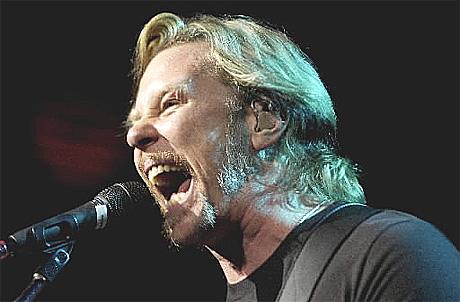 James Hetfield på scenen i Oslo Spektrum sist bandet opptrådte i Oslo 2.desember 2003. Foto: Thomas Bjørnflaten, Scanpix.