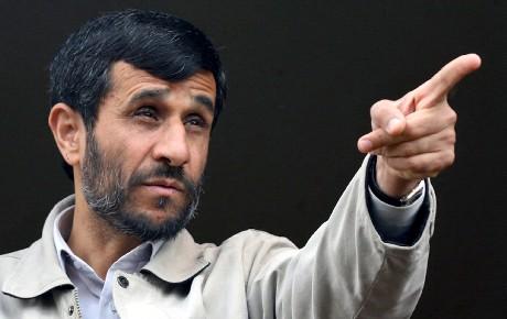 Irans president Mahmoud Ahmadinejad talte i et møte i den iranske byen Abhar i dag. (Foto: Sajjad Safari, Mehr News/AP/Scanpix)