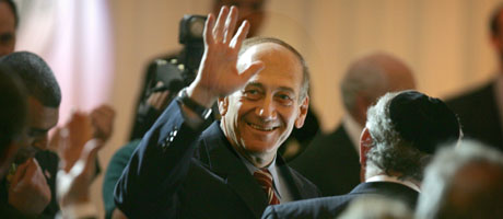 Ehud Olmert kan ha sikret seg mulighet til å gjennomføre planene sine for Vestbredden (Scanpix/AP)