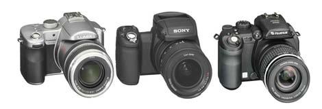 Fra venstre: Panasonic Lumix DMC-FZ30 er testvinneren (4800 kr), andreplass går til Sony Cyber-shot DSC-R1 (7500 kr), tredjeplassen går til Fujifilm FinePix S9500 (4800 kr). Foto: Forbrukerrapporten