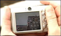 Et lite kamera er lett å ha med seg. Foto: NRK/FBI