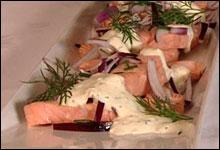 Varmsyltet laks med pepperrotkrem (Foto: NRK)
