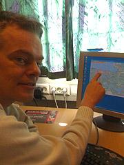 - Mennesker har et medfødt verdenskart og vi vet alltid hvor vi er, forklarer professor Edvard Moser ved senter for hukommelsesbiologi i Trondheim. Foto: Øyvind Wik, NRK