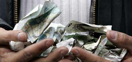 En liten del av de 1,7 milliarder pund som skal tilflyte engelsk fotball. (Foto: AP/Scanpix)