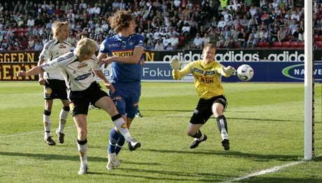 Steffen Iversen header inn 1-0 mot Sandefjord. (Foto:Gorm Kallestad / SCANPIX)