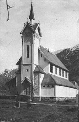 Årdal kyrkje slik ho såg ut i 1932. Foto utlånt frå Årdal Sogelag.