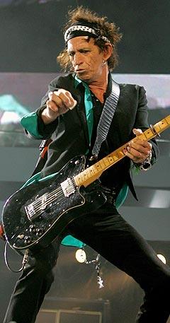 Det kommer mange, og motstridende meldinger om helsen til Keith Richards, gitarist i The Rolling Stones. 6. juni skal bandet spille på Koengen i Bergen. Foto: Reuters / Scanpix.