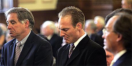 Daniel M. Biechele (midten) mottar dommen på fire års fengsel 10. mai 2006. Foto: Barry Chin, AFP / Scanpix.